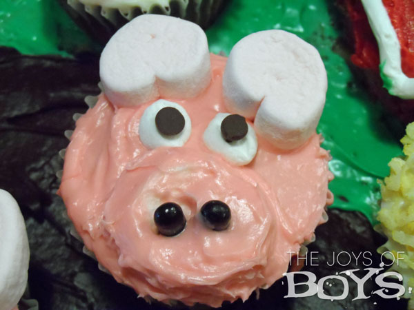 Farm cake with farm animal cupcakes