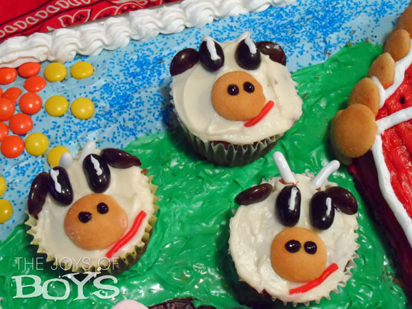 Farm cake with cow cupcakes