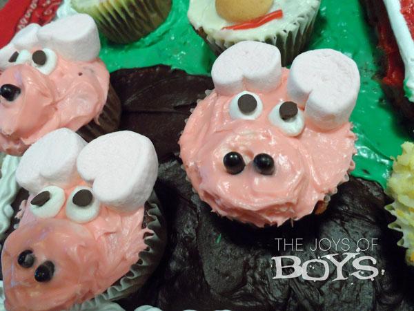 Pig cupcakes for farm cake