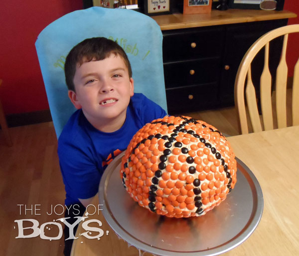 M&Ms basketball cake