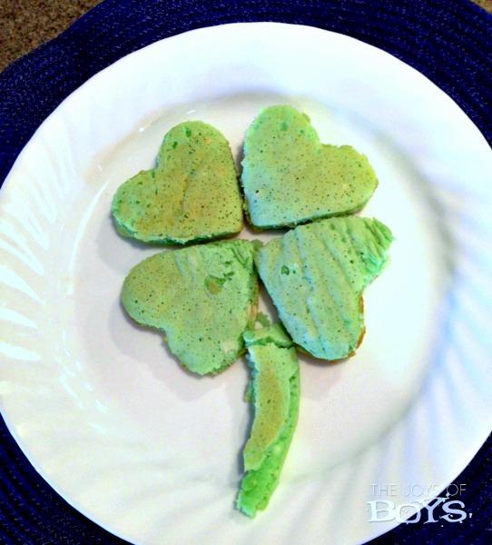 4-leaf clover pancakes