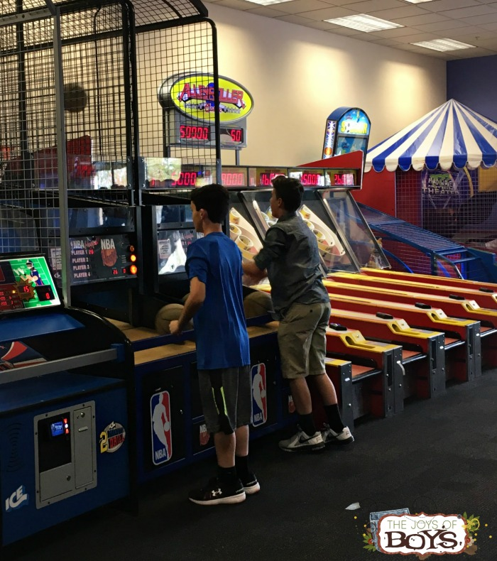 Chuck E Cheese's Basketball